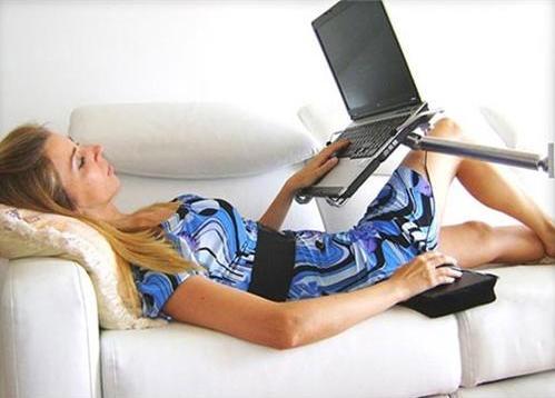 The mantis notebook arm el soporte para ordenador port til que todo geek debe tener - Soporte portatil sofa ...