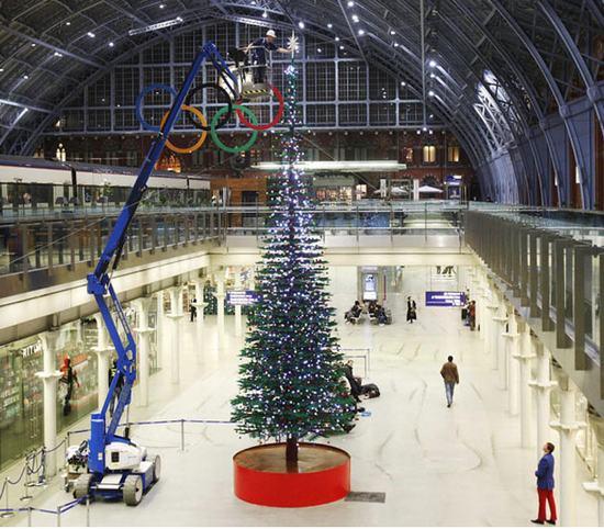 Árbol de Navidad de 12,2 metros construido con Legos
