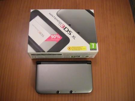 Nintendo 3DS XL y su caja