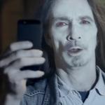 Usuarios de iPhone aparecen como zombies en un nuevo comercial de Nokia