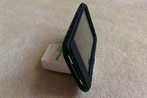 dock-smartphone-dental-floss-container