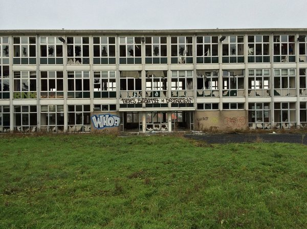 escuela-enfermeria-grafiti-batman-1