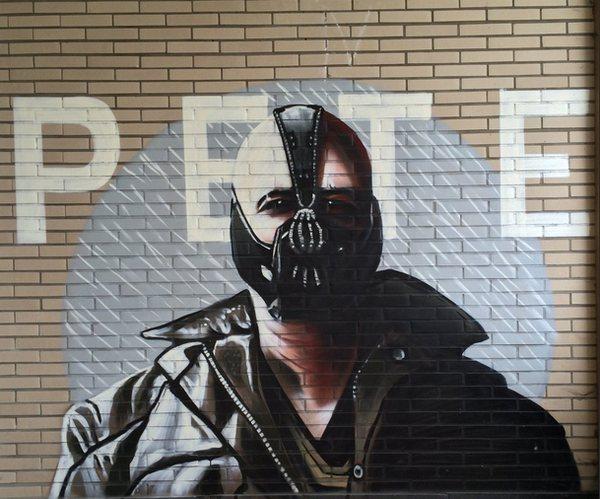 escuela-enfermeria-grafiti-batman-3