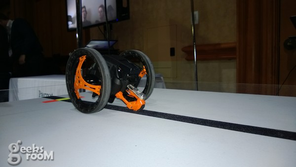 Parrot-jumping-sumo-00003