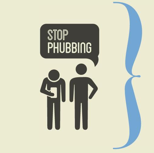 Stop Phubbing: Cuestionamos a la gente que está más pendiente del móvil, que de la vida real