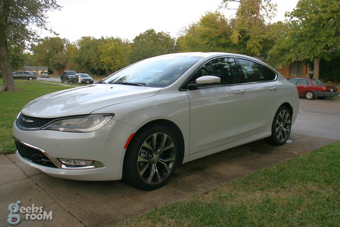 2015-chrysler-200c-awd-06