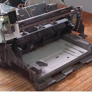 Estudiantes argentinos desarrollan impresora braille de bajo costo, reutilizando impresoras comunes