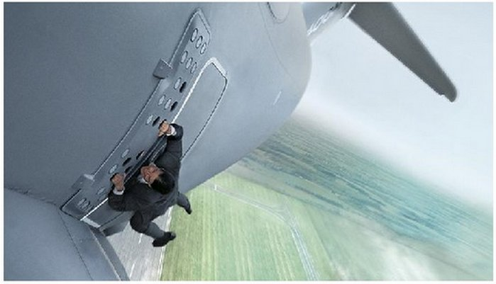 mision-imposible-5-tom-cruise-plane