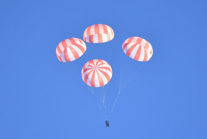 spacex-crew-dragon-parachutes
