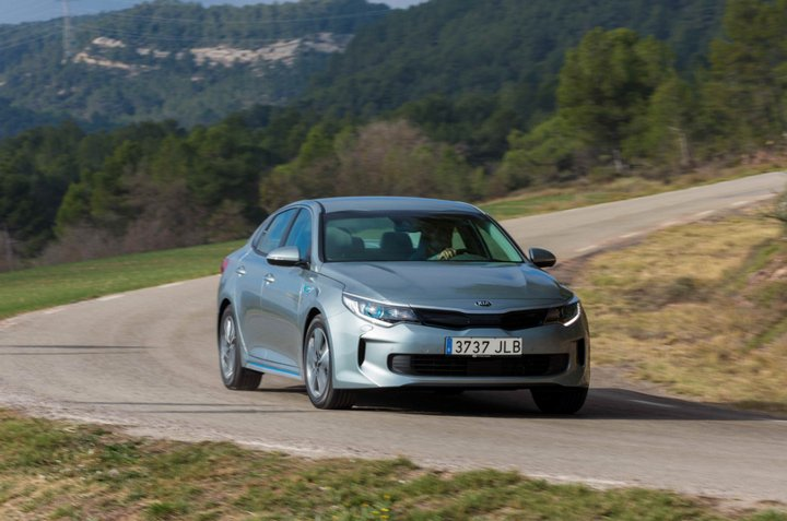 kia-optima-hybrid-plug-in-europa