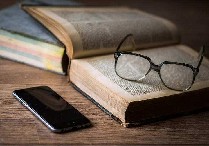 reading-glasses-smartphone-book-pixabay