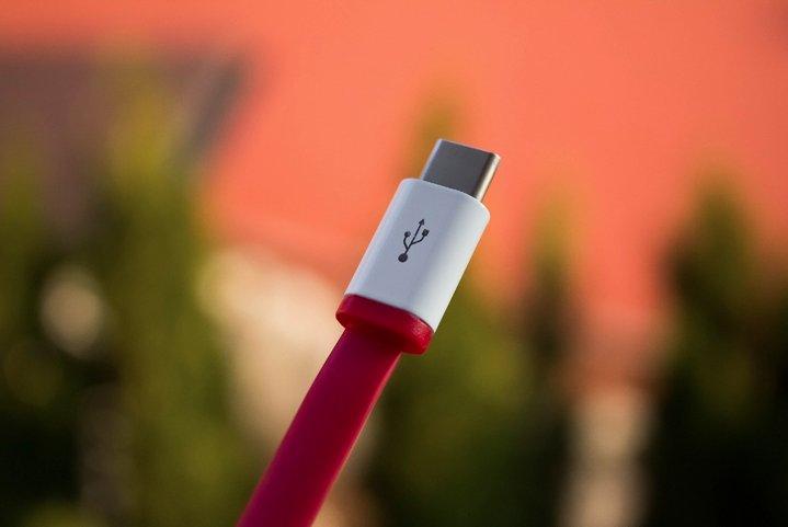 Amazon prohibe la venta de cables USB Type-C que no cumplen con las especificaciones estándar