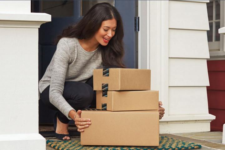 Amazon inicia otra demanda contra 5 sitios que venden falsos reviews de productos