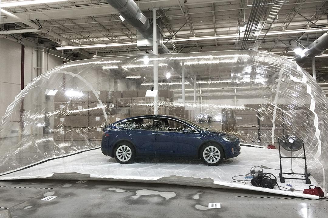 Tesla prueba el filtro de aire HEPA y el Modo de Defensa Contra Armas Bológicas en su Modelo X