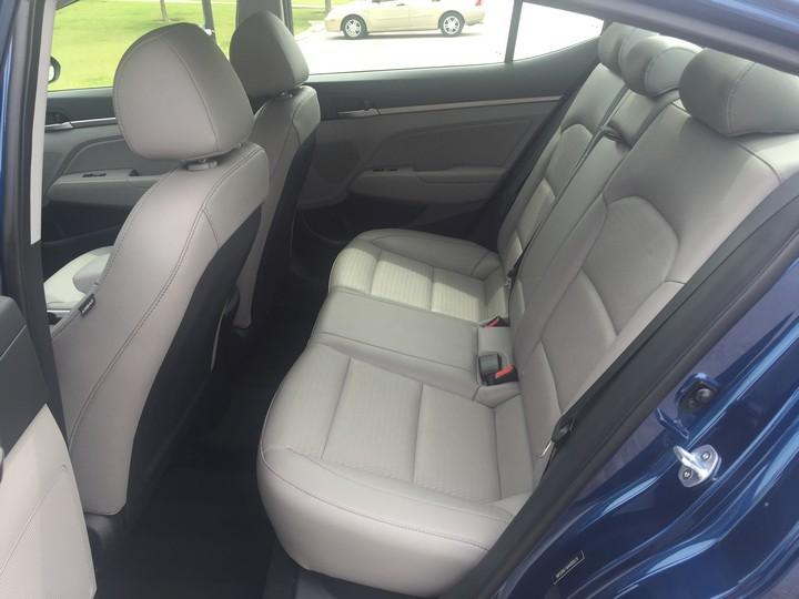 Hyundai-Elantra-Limited-2017-12