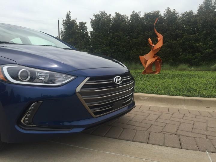 Hyundai-Elantra-Limited-2017-39