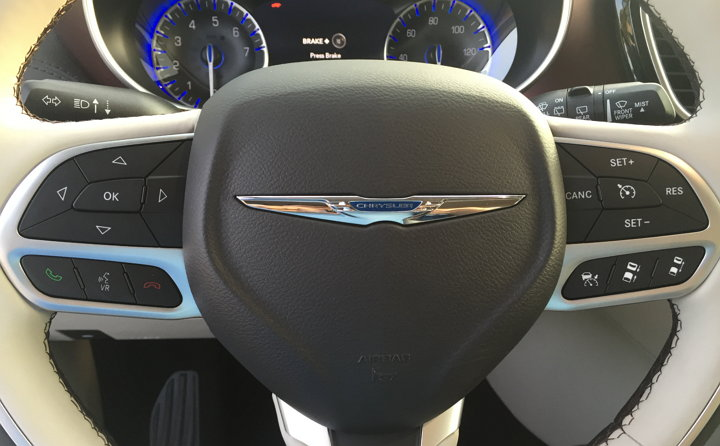 Chrysler-Pacifica-2017-limited-81