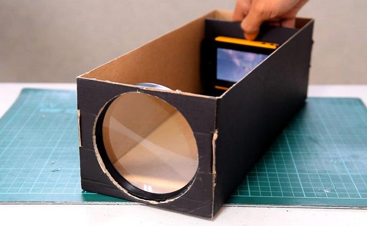 DIY: Crea un proyector para smartphones con una caja de zapatos y una lupa