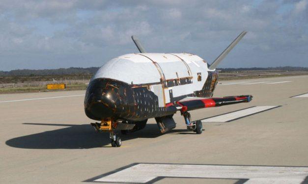 Luego de una misión secreta de 22 meses, un Boeing X-37B aterrizó en Florida