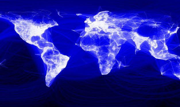 Facebook llega a los 2.000 millones de usuarios activos al mes y lo celebra con algunas características personalizadas