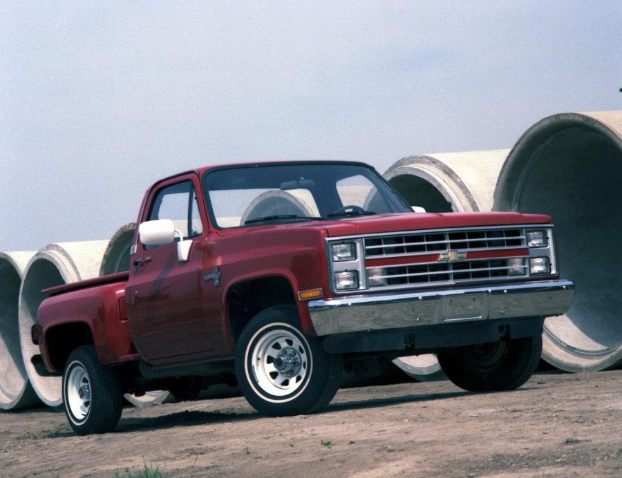 1987 Chevrolet C10 Silverado half-ton (Par Motor 460 lb-pie)