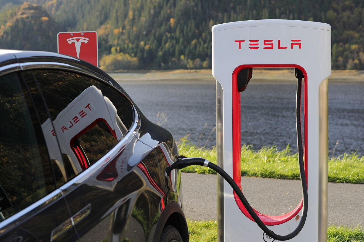 Tesla Car - Cargador