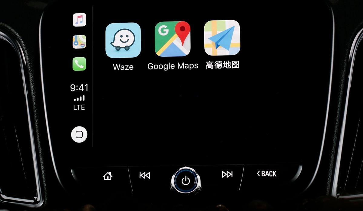 Apple CarPlay - Google Maps - Waze