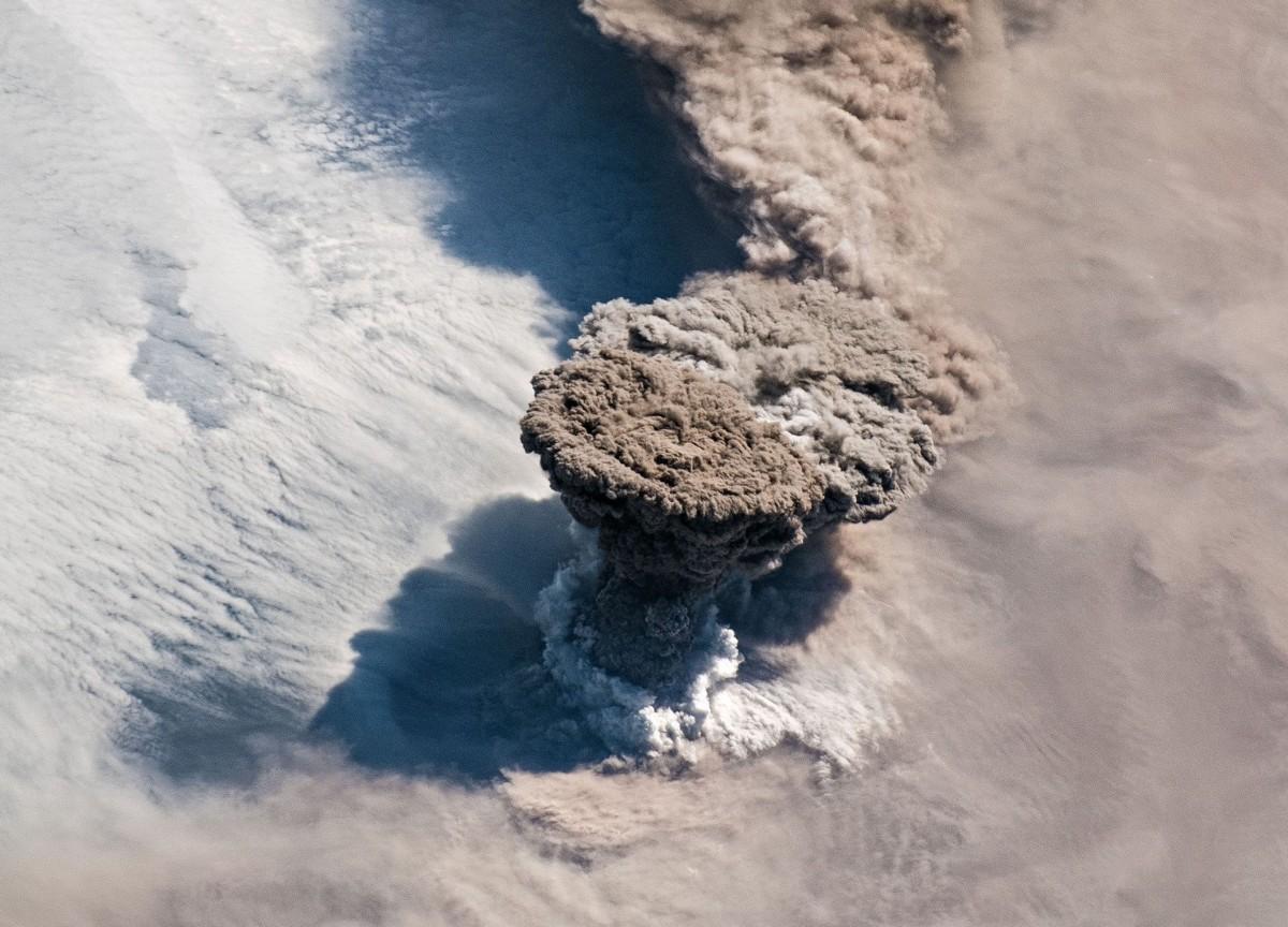 NASA - Estación Espacial Internacional - Volcán Raikoke - Islas Kuriles